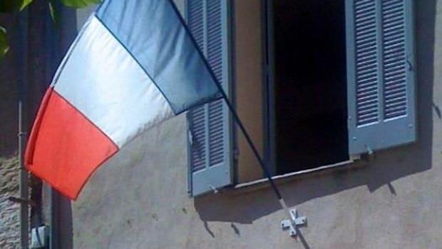 VerilyMagazine_LesMis_FrenchFlag