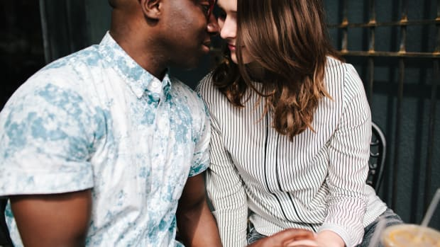 Real Guys Tell Us How They Know a Woman Is Interested in Them - Verily
