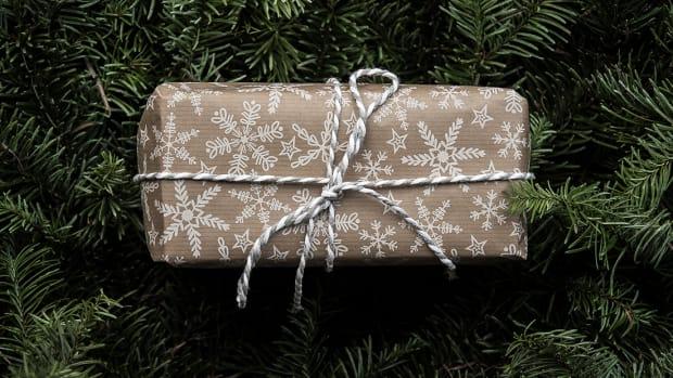 121317_A Secret Santa Gift Guide Literally Everyone Will Love_1200x620_v1
