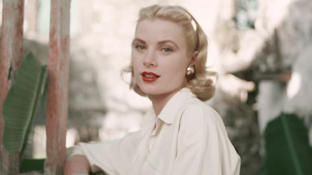 121517_Easy Ways To Channel Grace Kelly In Your Everyday_1200x620_v1