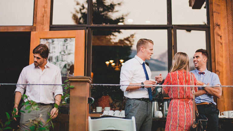 Expert Tips For Effortless Networking, Whether You're an Introvert Or Extrovert