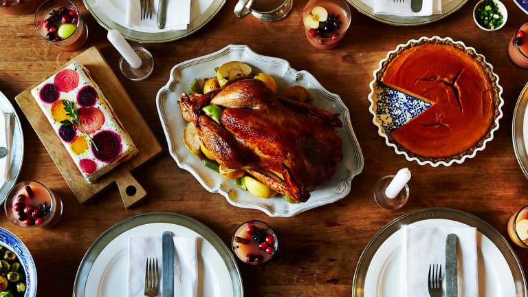 8 Ways to Eat Healthily as a Guest This Holiday Season