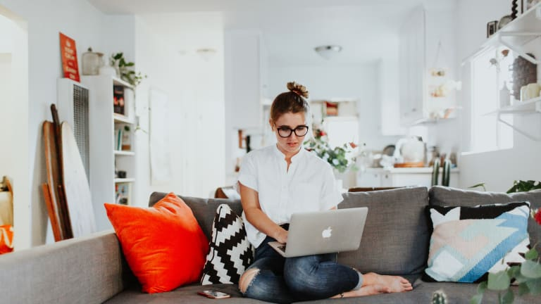 7 Ways Busy Women Keep Digital Distractions from Derailing Their Goals