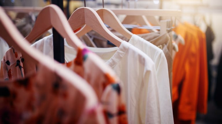 The 7 Steps to Detoxing Your Closet (This Will Make Getting Dressed So Much Easier!)