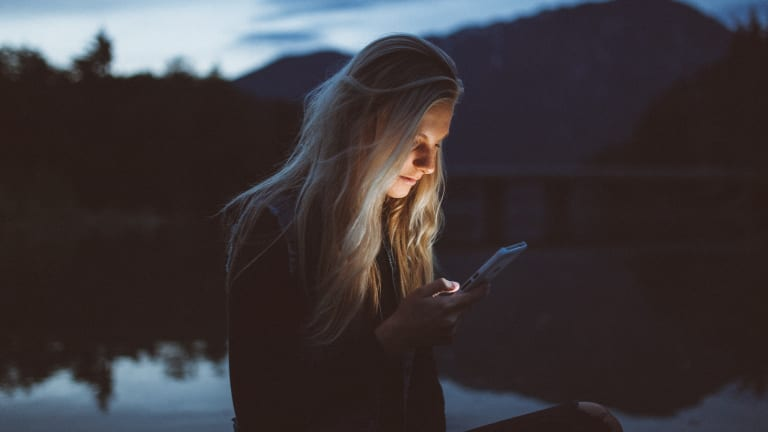 How to Manage Your Social Media Habit (So It Doesn't Manage You)