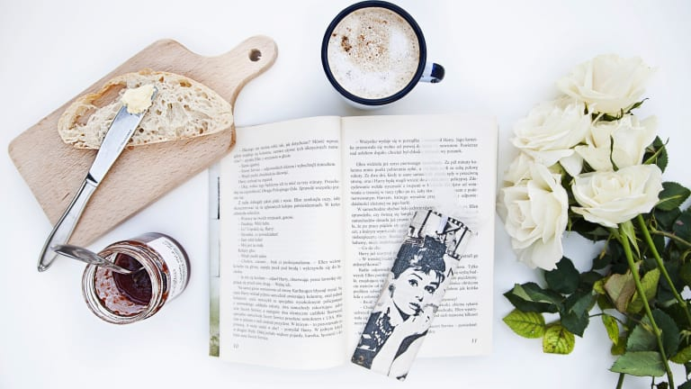 5 Light Summer Reads (With Drinks to Match!)