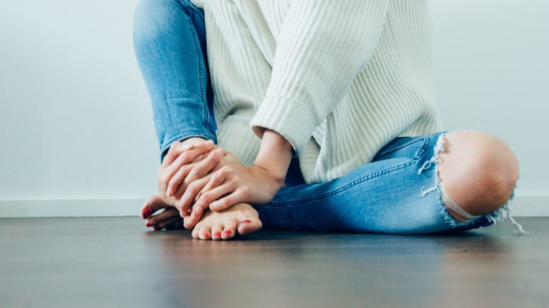 In Her Shoes: Living With and Healing Hashimoto's Thyroiditis