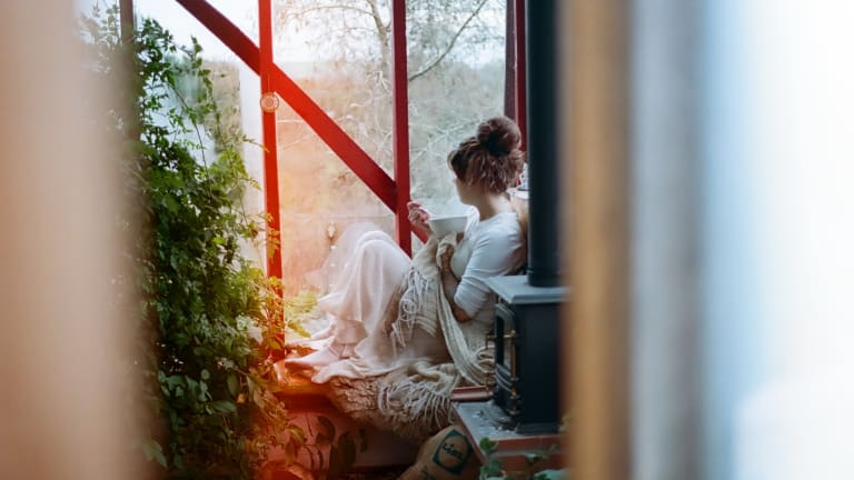 An Actually Realistic Guide to Quarantining Solo for Two Weeks Without Losing Your Mind