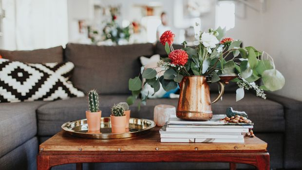 91117_4 Easy Minimalist Tips from NYers on How to Live Well in a Small Space_1200x620_v1