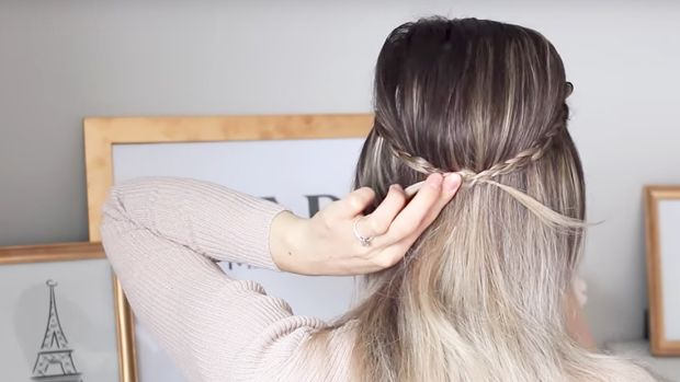 92817_The Best (and Easiest) Hairstyles For Hiding Greasy Hair_1200x620_v1