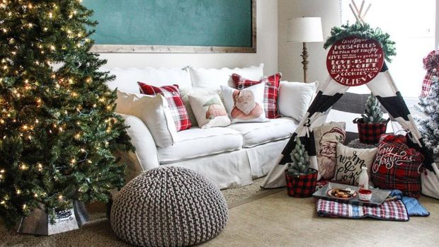 112417_7 Interior Instagrammers Whose Holiday Decor This Year Are #Goals_1200x620_v1