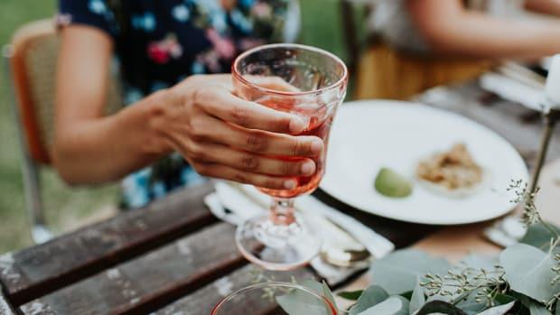 10317_Women Drinking_1200x620_v2