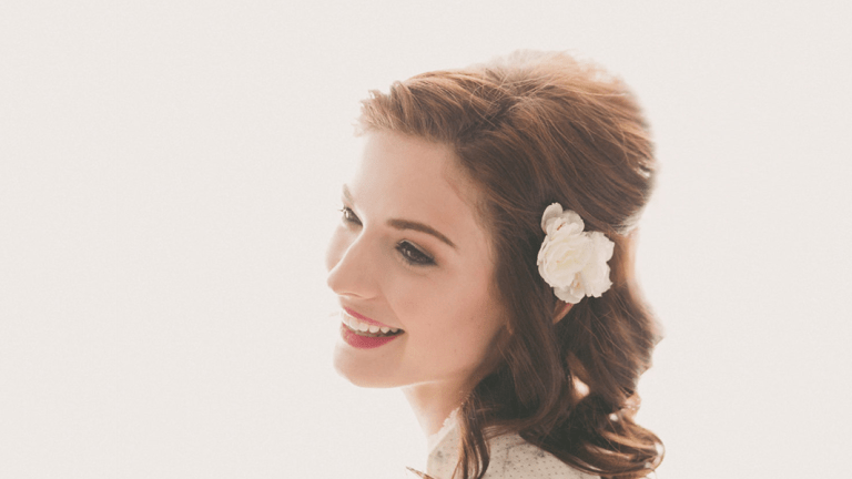 4 Gorgeous Ways to Wear Flowers in Your Bridal Hair (Without Looking Like a Hippie)