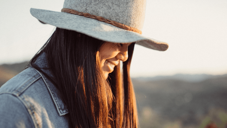 I'm the Token Single Person in My Group of Friends—This Is What I've Learned
