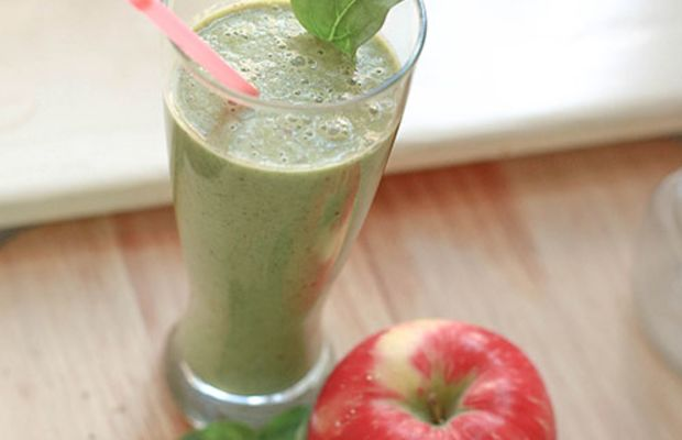 Peanut Butter and Apple green power smoothie - by kelsey of pinegate road for verily magazine - 4