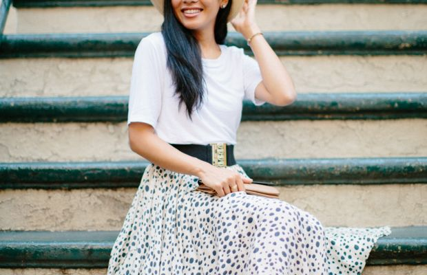 white tee styling a t-shirt casual smart date night outfit inspiration
