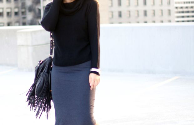 1. Skirt, BCBG, $68(similar)/ 2. Sweater, Forever 21, $25 / 3. Sandals, Nordstrom, $100 / 4. Watch, Nixon, $225 / 5. Bag, Steve Madden, $68(similar) //Photo Credit: Lauryncakes