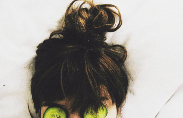 I Massaged My Scalp for a Week, and It's Saving More Than My Sanity