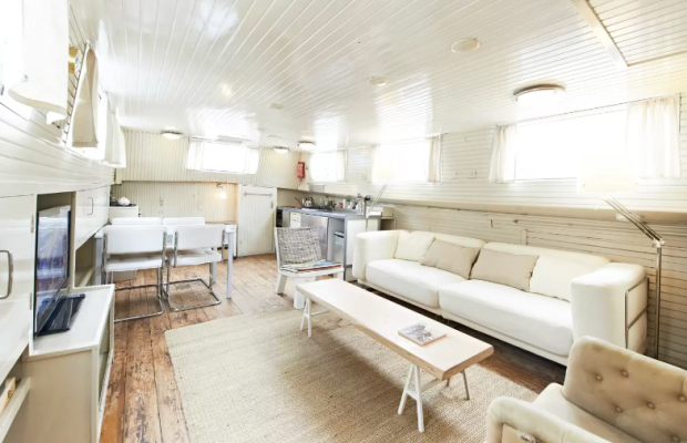 airbnb-boat.png