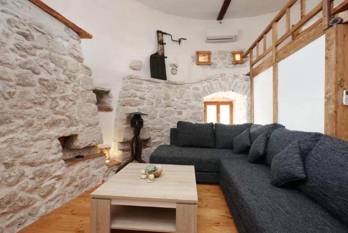 airbnb-croatia-2.png