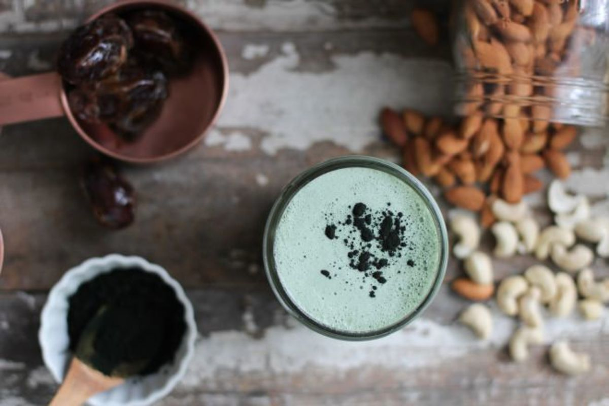 Nutrition Strippe blue green spirulina milk