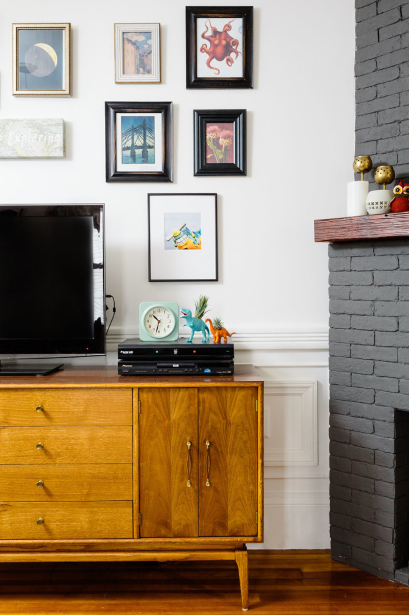 Mid-century modern media console found on Craigslist. Image: Joyelle West for Homepolish, Designer: Shannon Tate