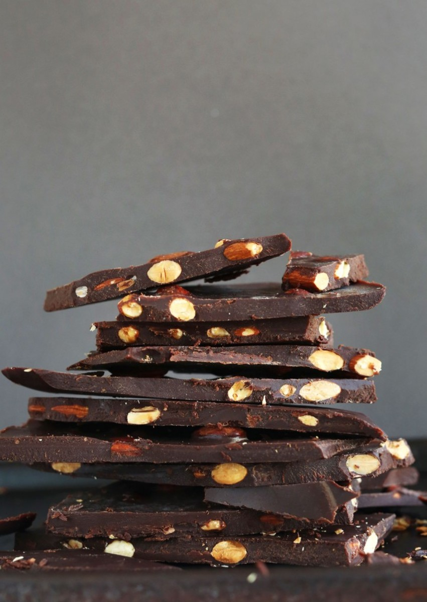 DIY-Dark-Chocolate-Bars-with-Almonds